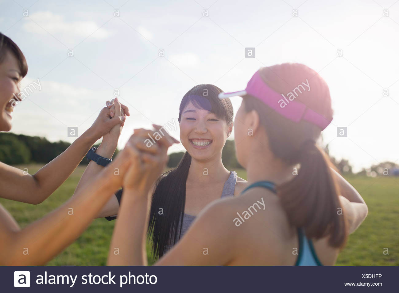Three young female runners getting ready to run - Stock Image