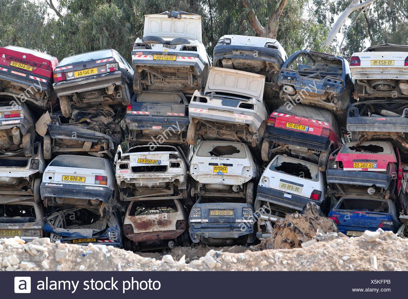 Scrapyard Car Stock Photos & Scrapyard Car Stock Images - Alamy