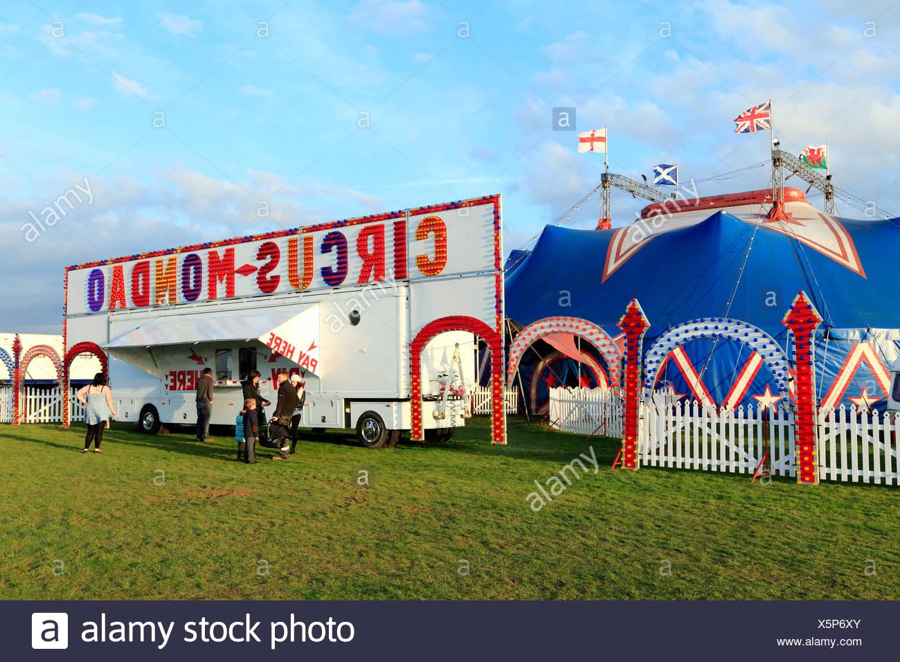 Circus Mondao, travelling UK circus show shows Big Top Kings Lynn England - Stock Image