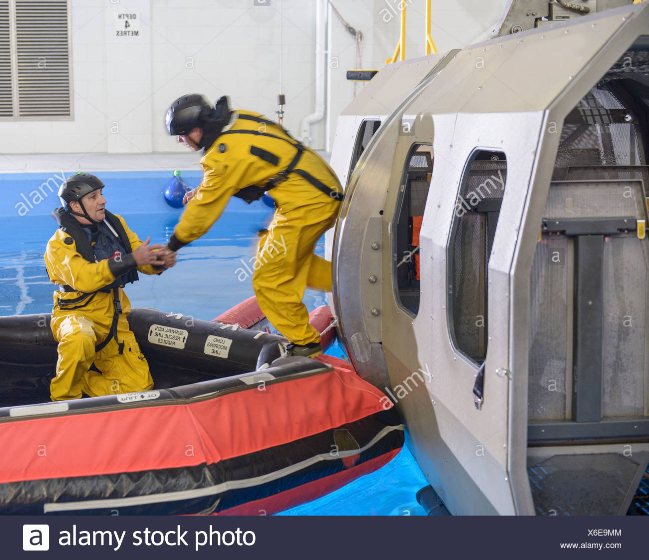 Oil workers learning survival techniques - Stock Image