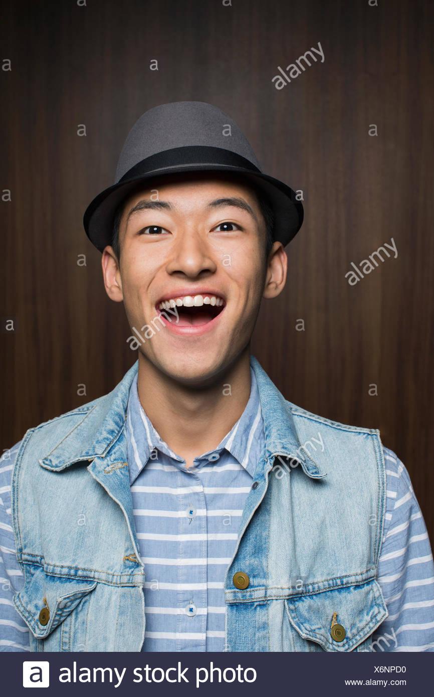 Portrait of surprised man wearing fedora - Stock Image