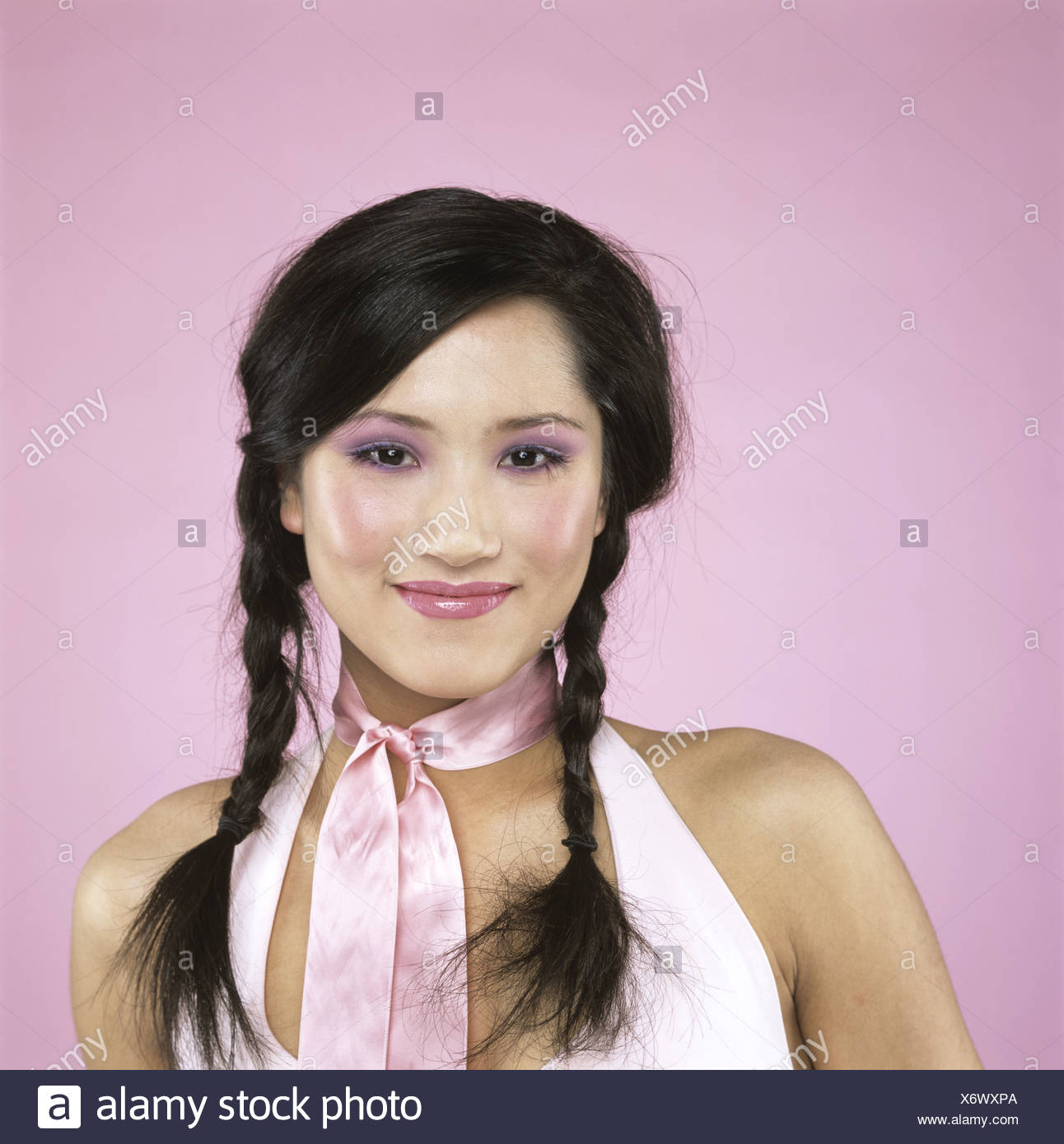 Young woman smiling, close-up - Stock Image