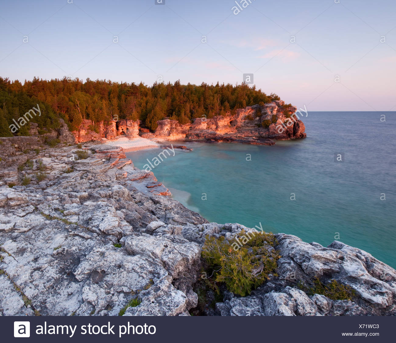 Indian Head Cove at sunset on the Georgian Bay side of the Bruce Peninsula - Stock Image