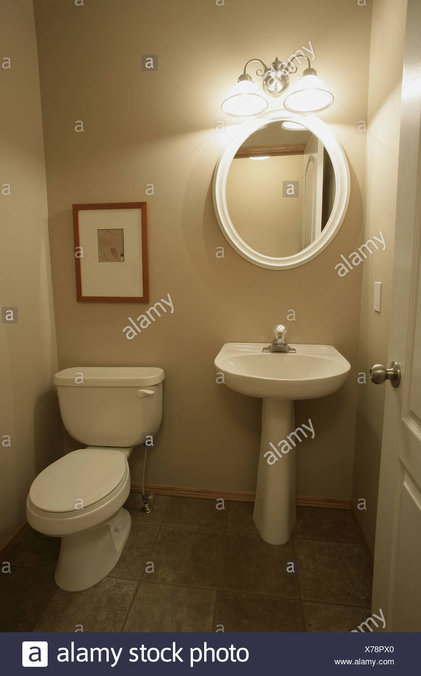 Hand basin and toilet Stock Photo: 279862072 - Alamy