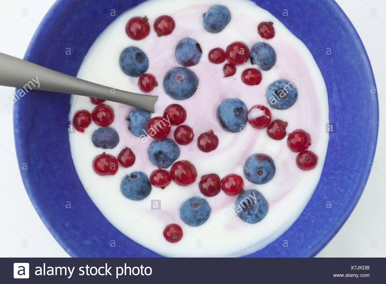 Close up of blueberries and yogurt - Stock Image