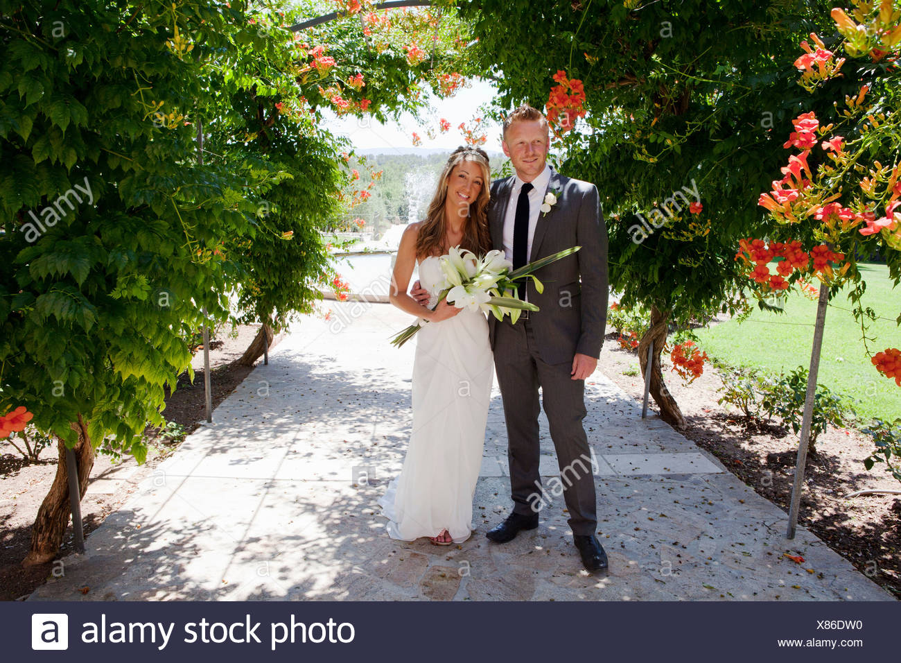Portrait of mid adult bride and groom on wedding day - Stock Image