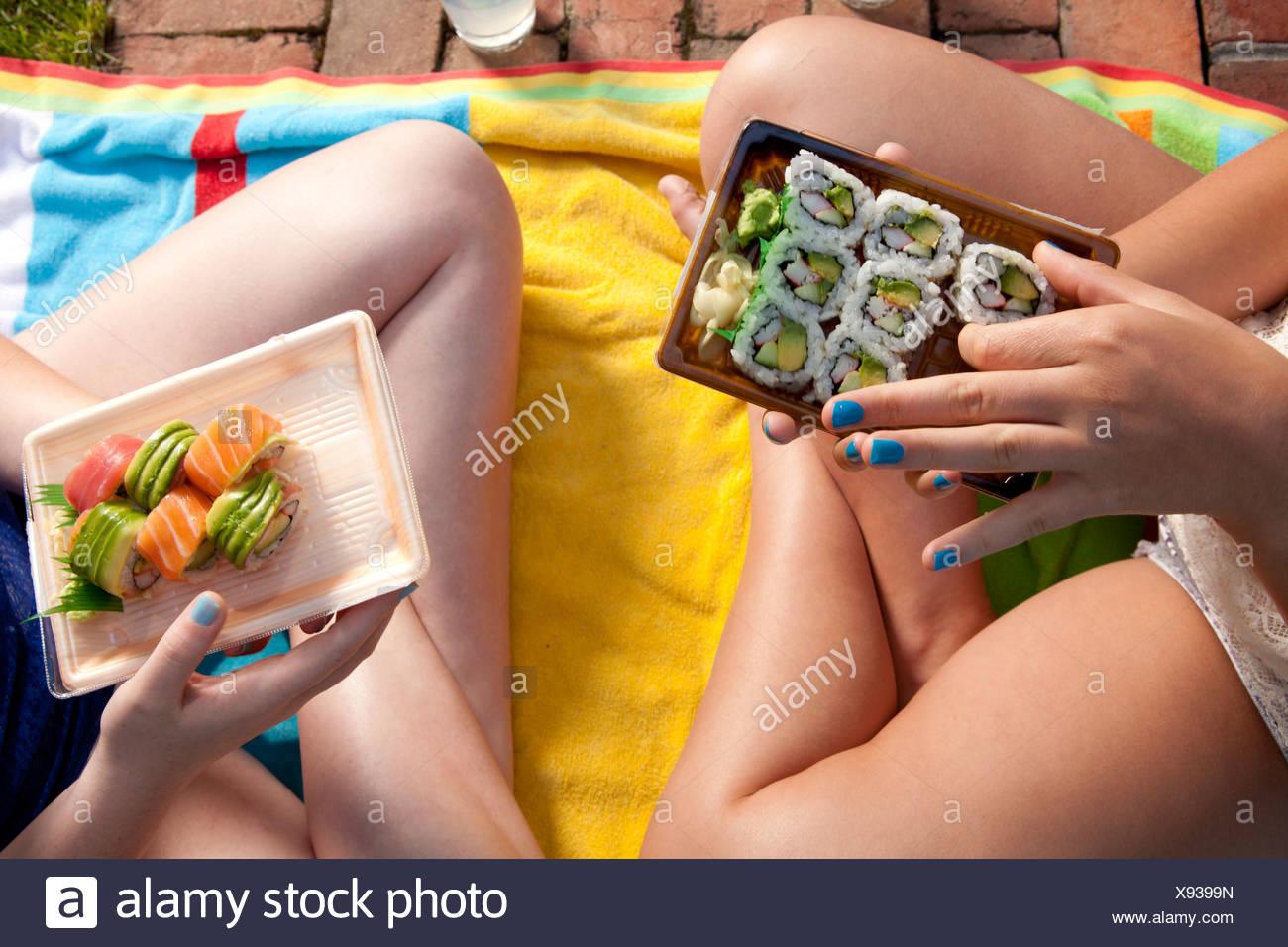 Friends eating sushi - Stock Image