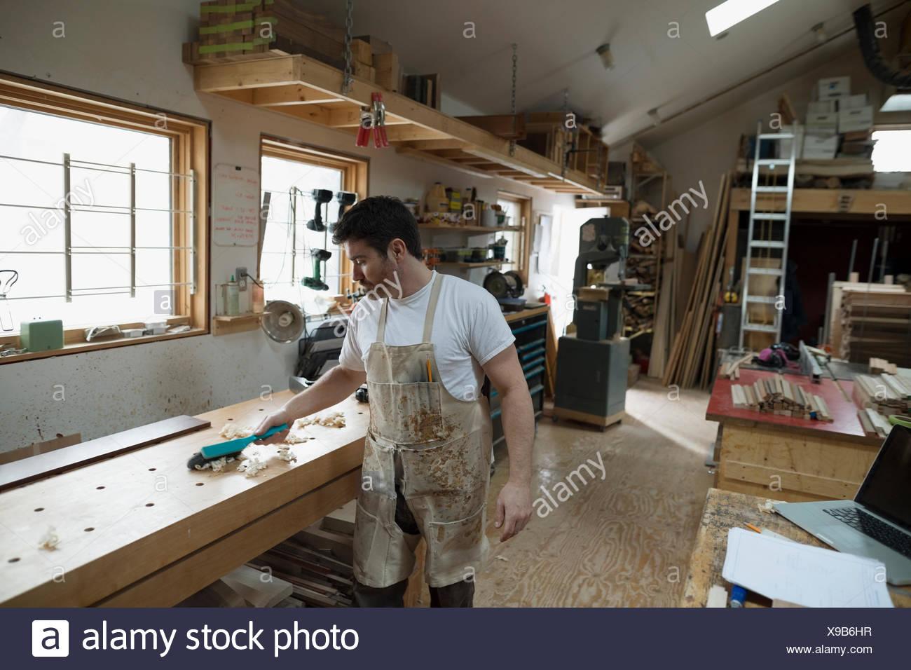 Carpenter working in workshop - Stock Image