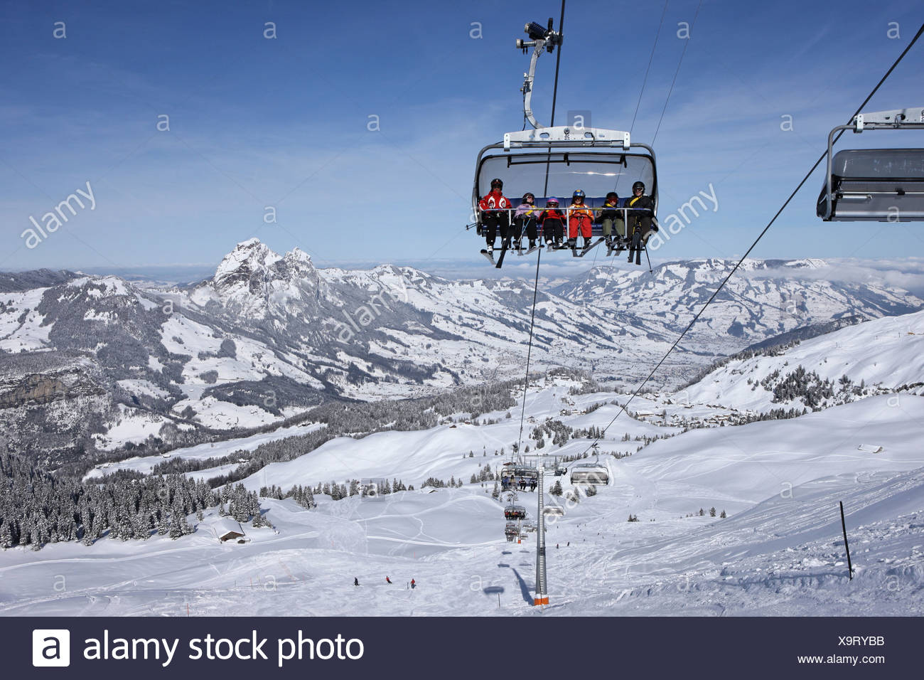 Switzerland swiss myths skiing area armchair elevator chair lift canton Schwyz snow winter ski skiing Carving Carvingski runway - Stock Image