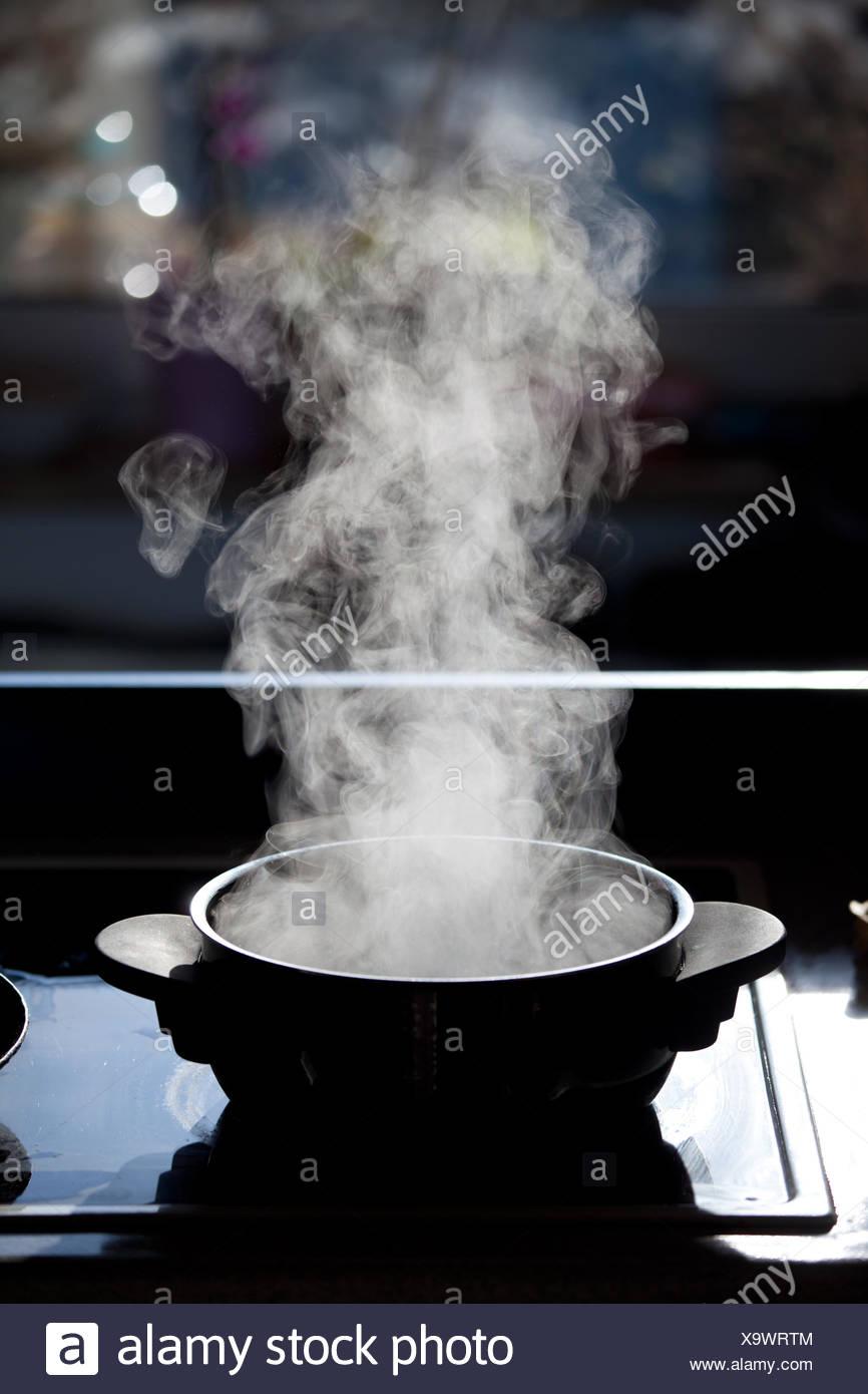 Boiling Pot Stock Photos Amp Boiling Pot Stock Images Alamy