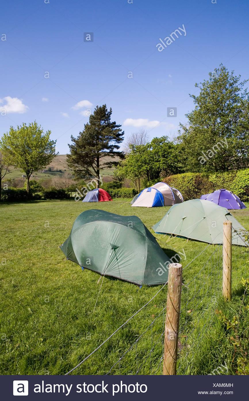 England, Peak District, Edale, tents in Fieldhead campsite - Stock Image