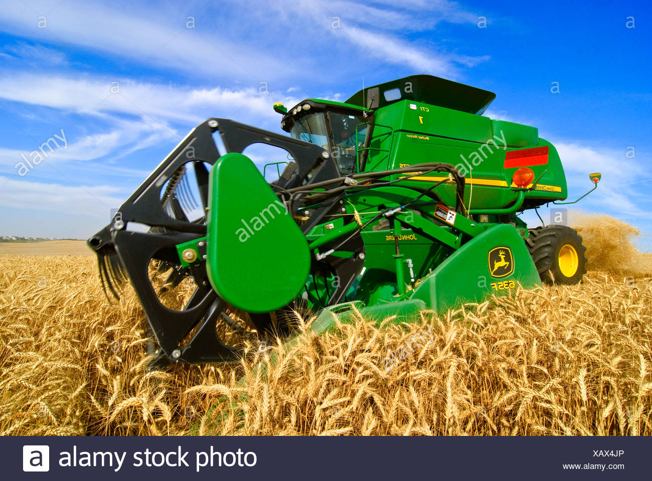 Agriculture - Close up of a John Deere combine harvesting wheat in the Palouse region / near Pullman, Washington, USA. - Stock Image