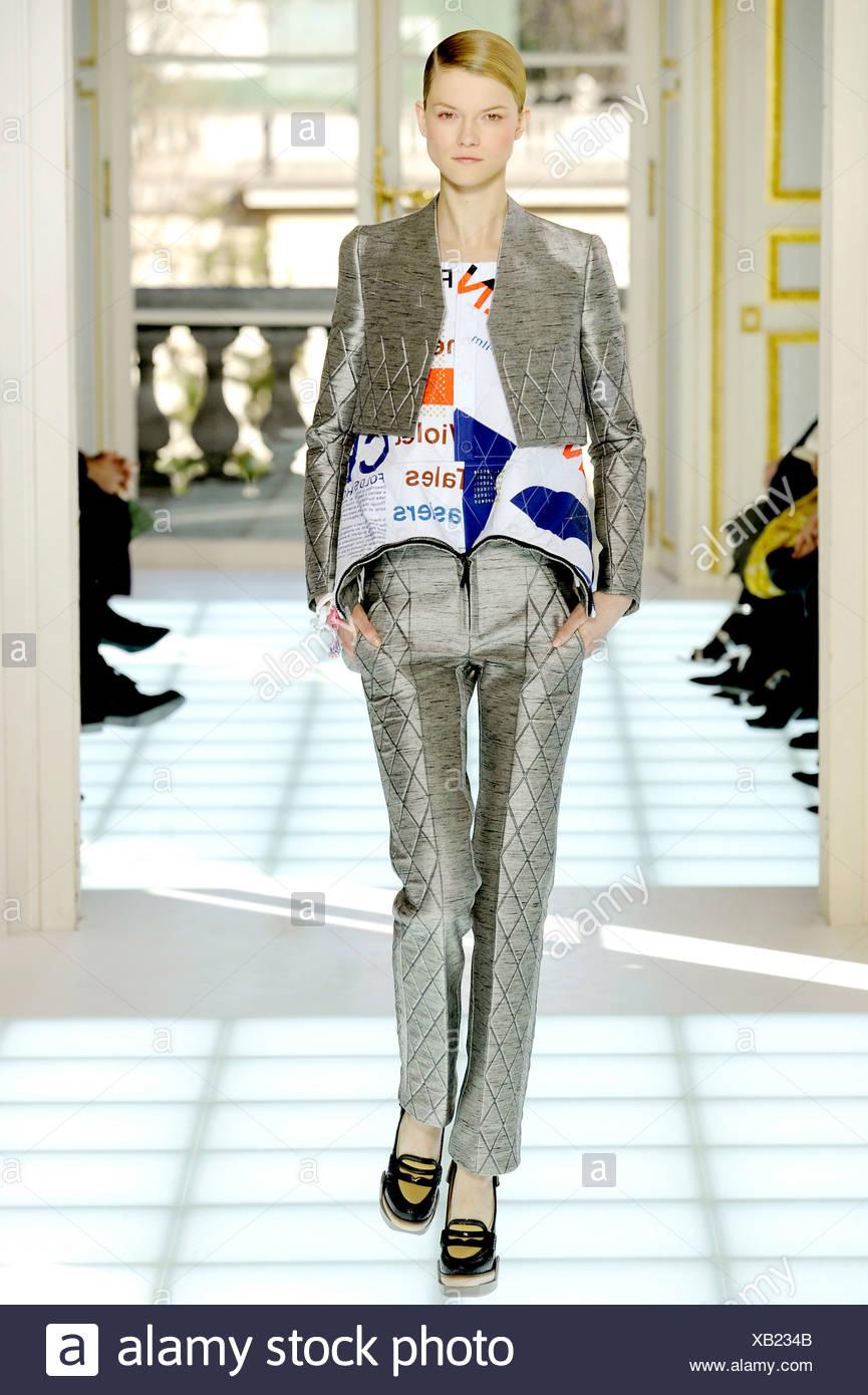 Balenciaga Paris Ready To Wear Autumn Winter Grey Cropped Jacket
