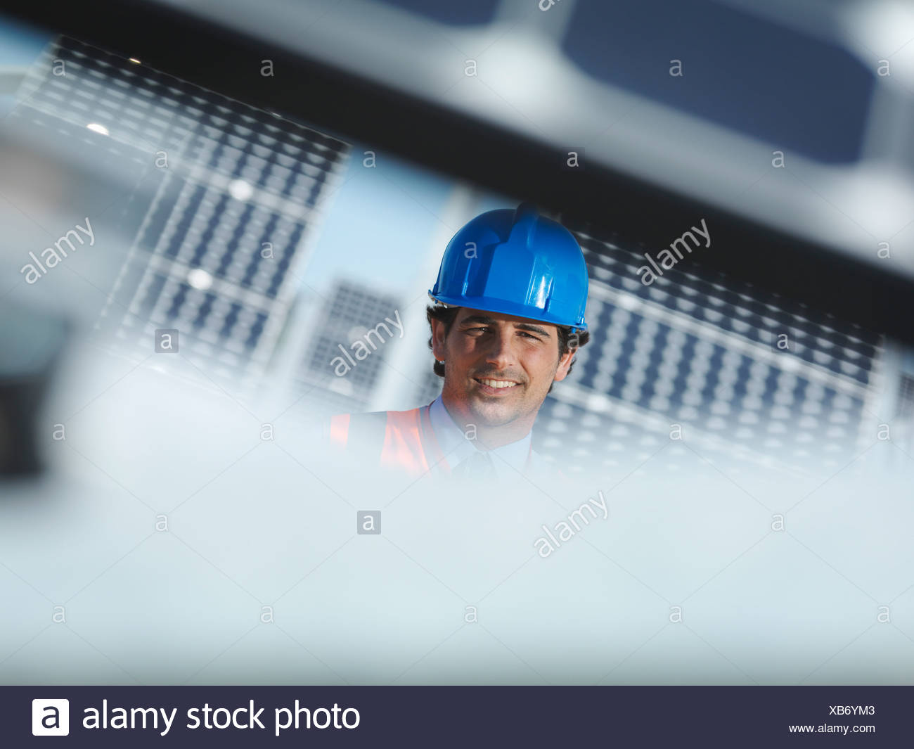 Spanish solar power station with workers - Stock Image