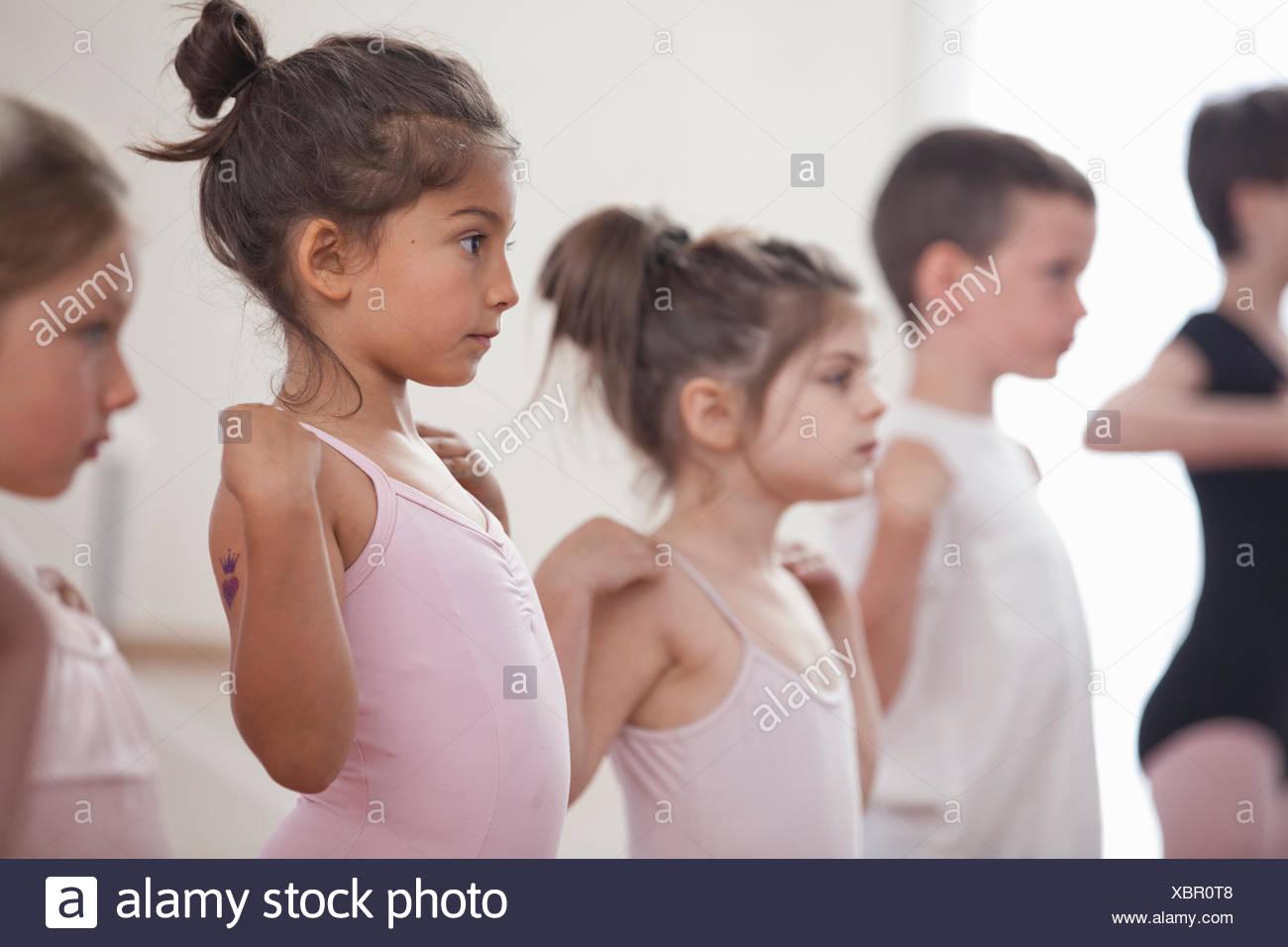 Row of children practicing in ballet school - Stock Image