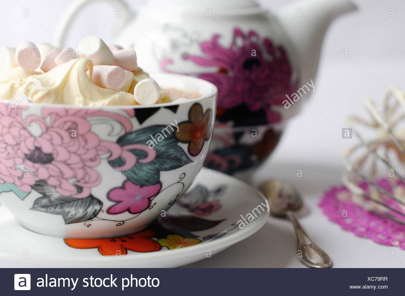 Hot chocolate with whipped cream and mini marshmallows - Stock Image
