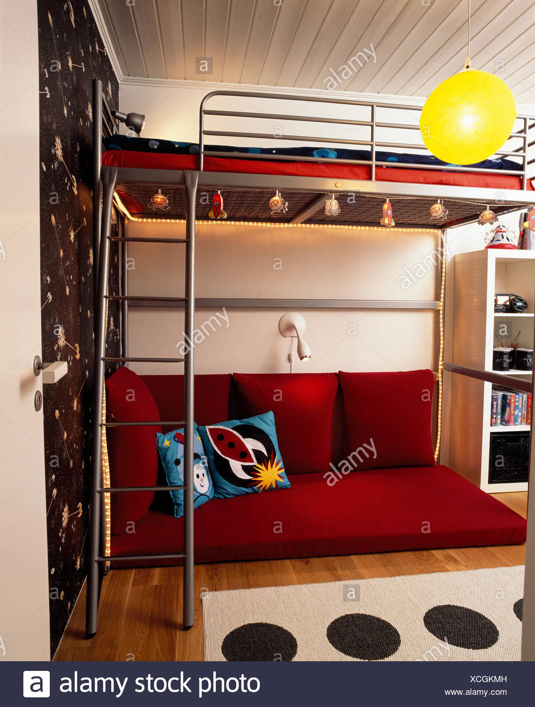 Childrens bedroom with double decker bed & Childrens bedroom with double decker bed Stock Photo: 283108465 - Alamy