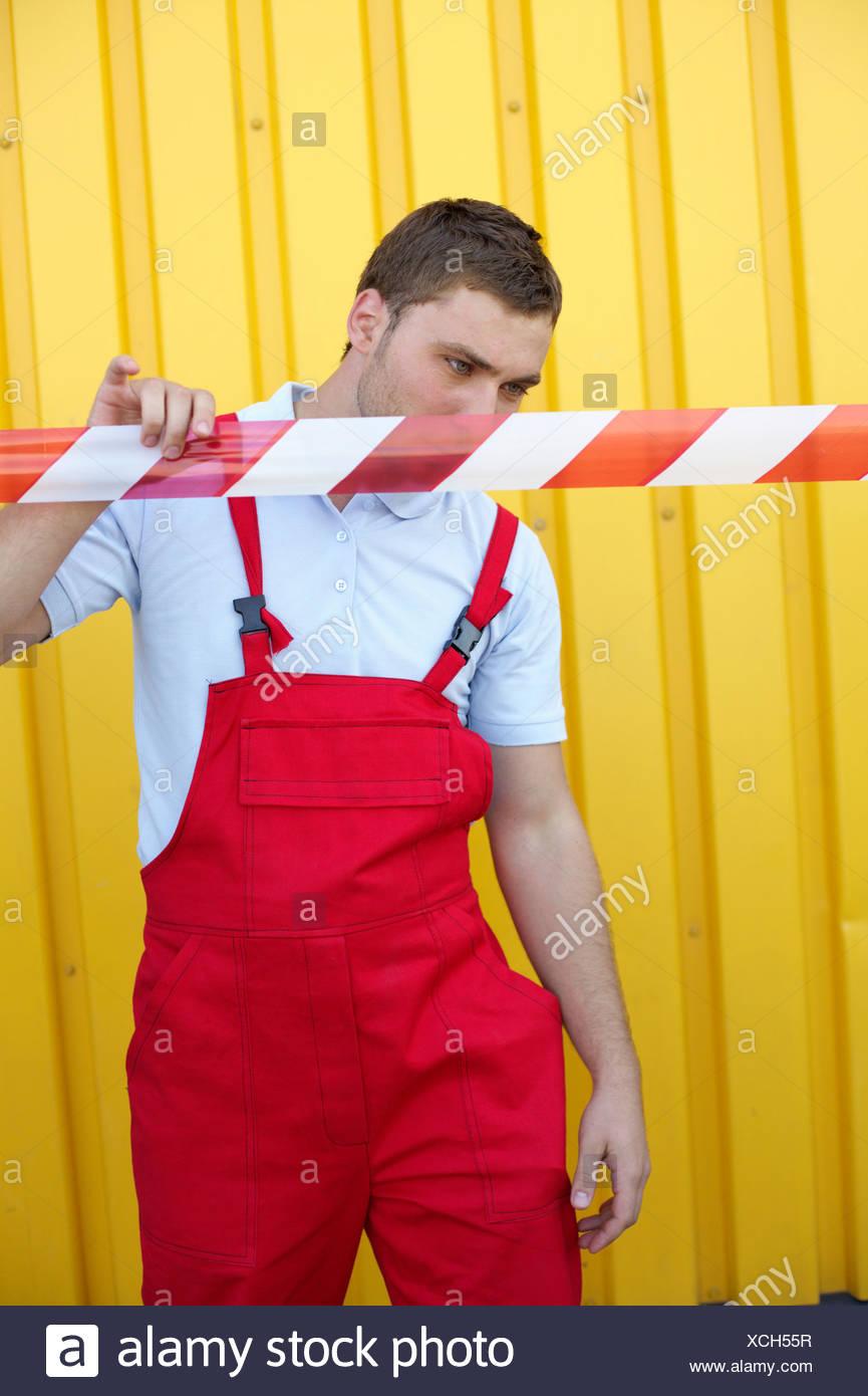 Man checking a cordon cord - Stock Image