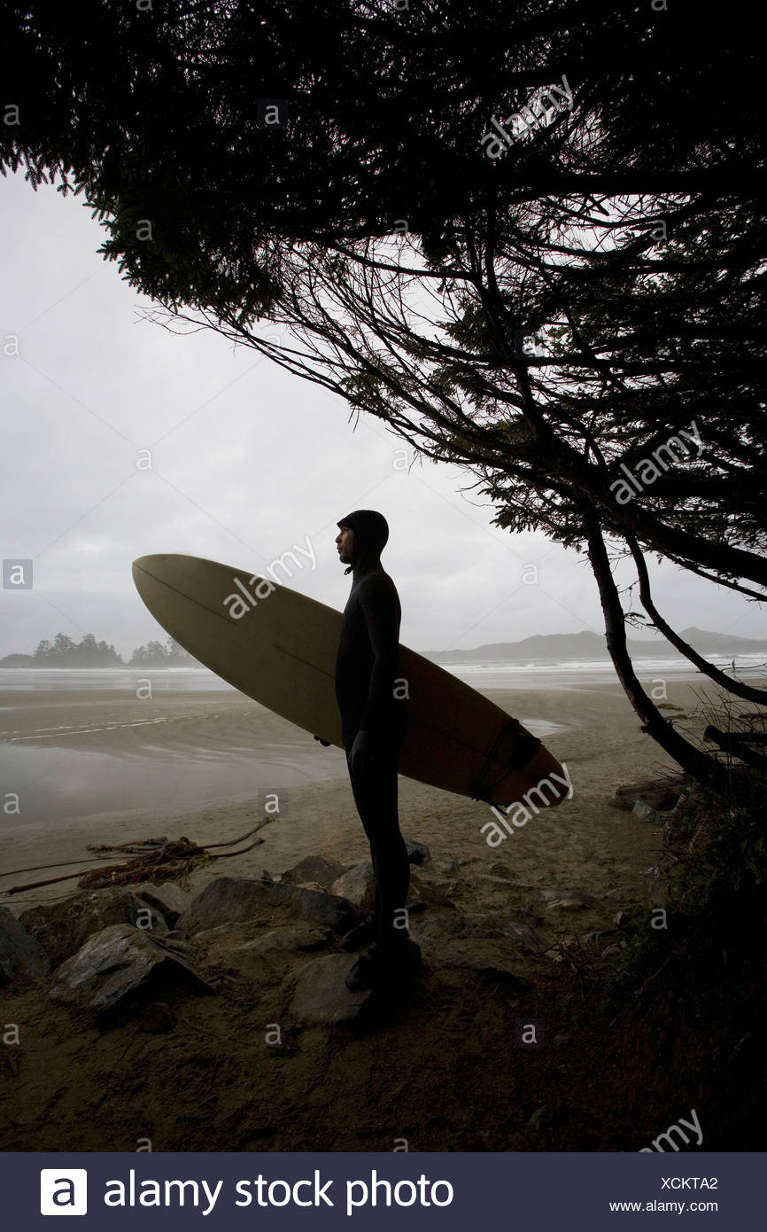 Surfer looking out to the water - Stock Image