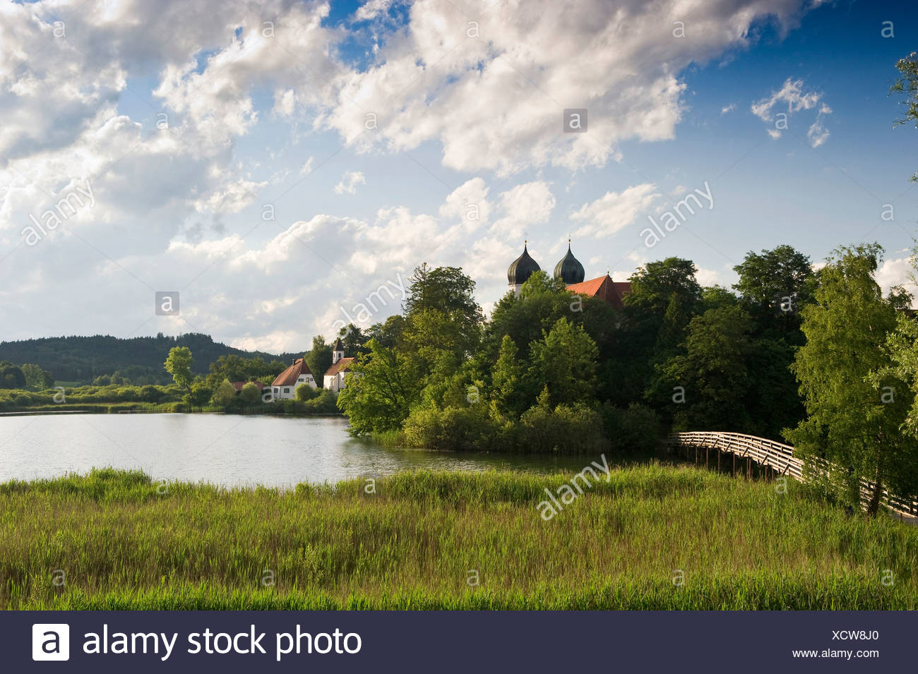 Klostersee lake and Kloster Seeon Abbey, Seeon, Chiemgau region, Bavaria - Stock Image