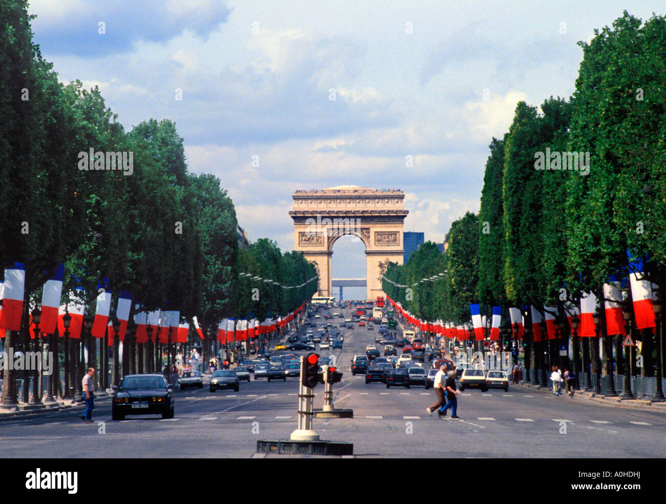 Paris france avenue des champs elysees and the arc de for Photo de paris