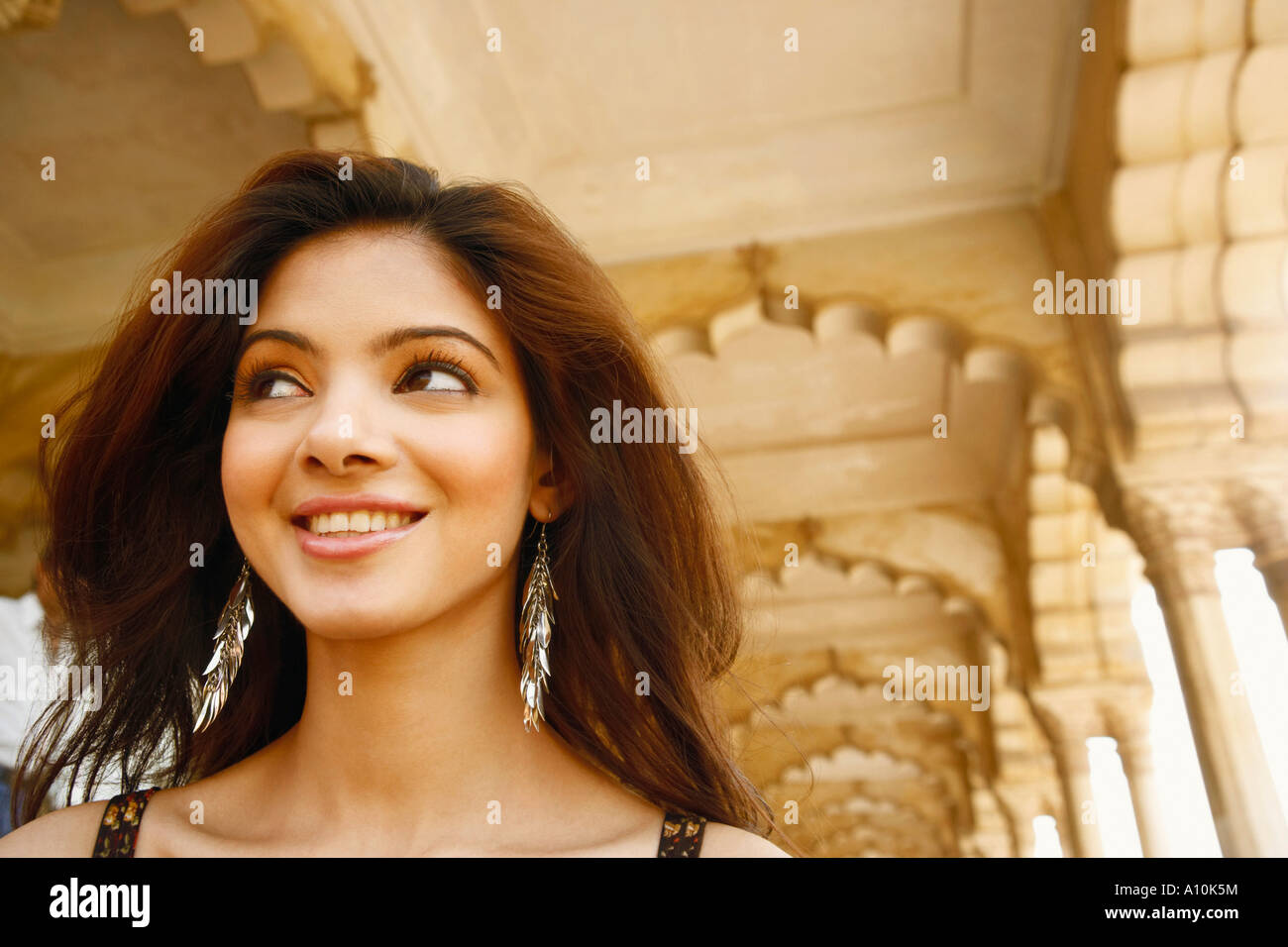 Close-up of a young woman smiling, Agra Fort, Agra, Uttar Pradesh, India Stock Foto
