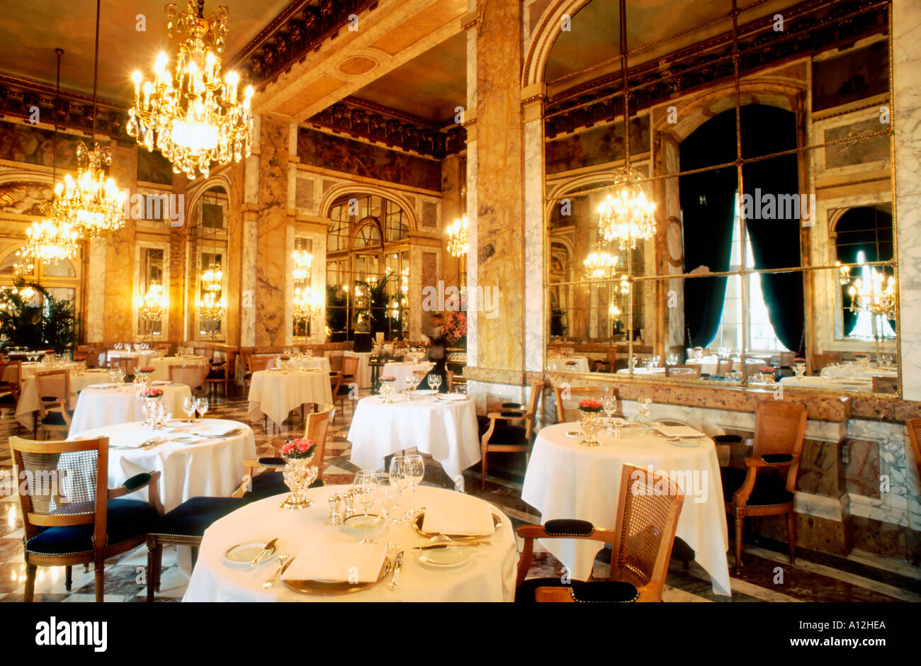 Paris france french haute cuisine restaurant dining room for Restaurant cuisine francaise