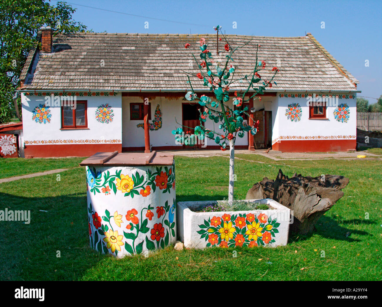 Painted house in zalipie poland stock photo royalty free for Case in legno polonia