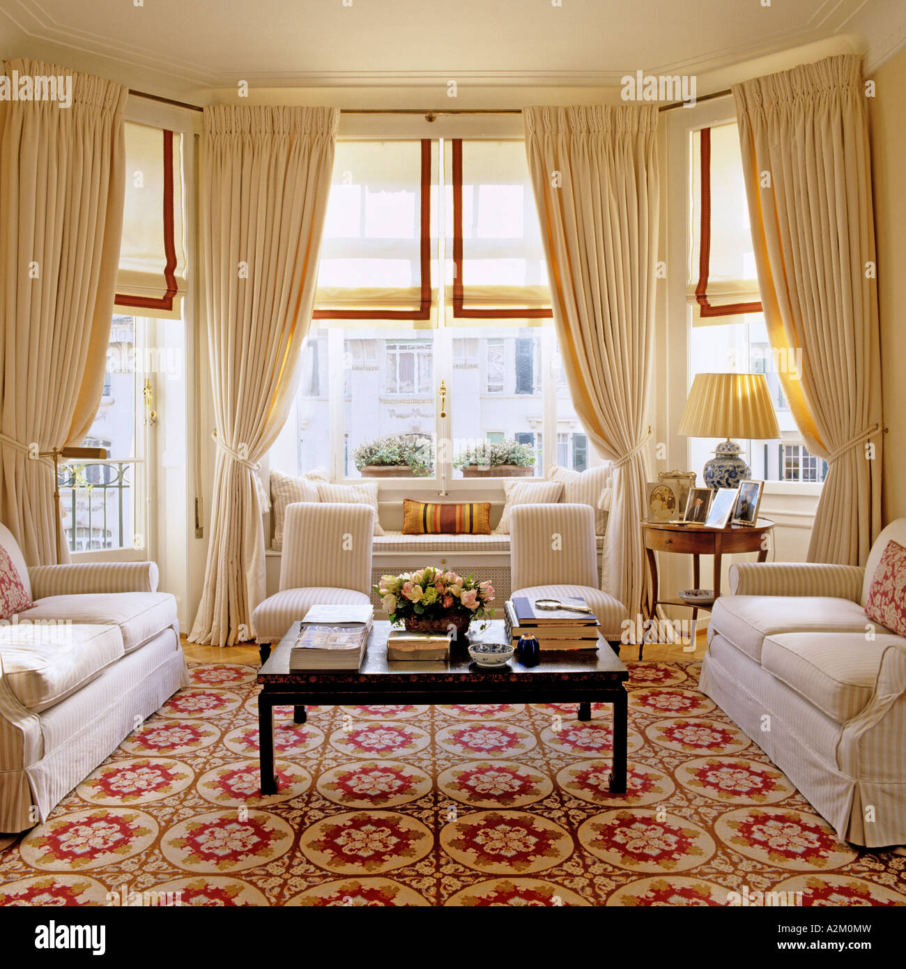 Large Living Room With Three Sofas Patterned Carpet And