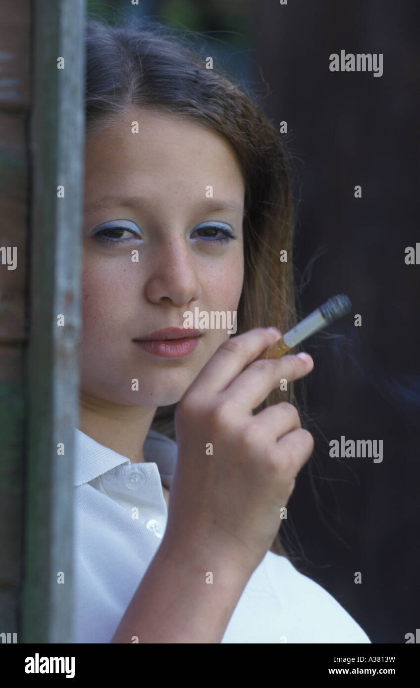 Cute Girl Smoking 1Mp4 - Video Porno Gratis - YouPorn