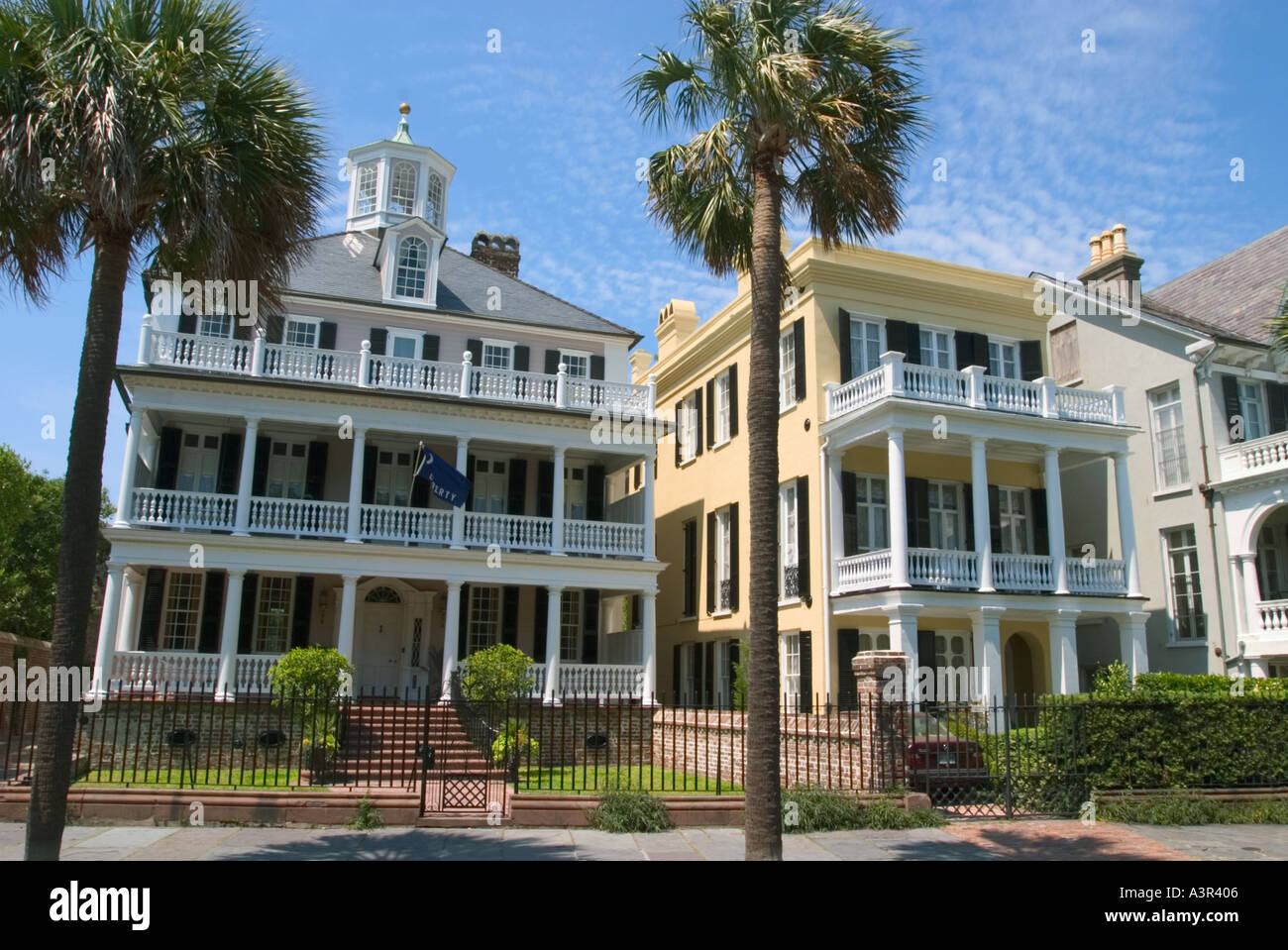 Antebellum houses on south battery street charleston south for Charleston row houses