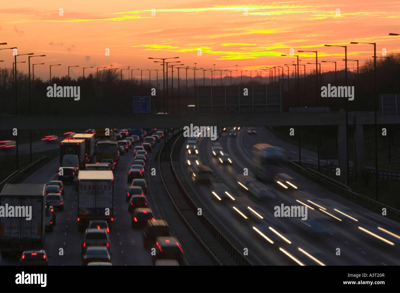 rush-hour-traffic-on-the-m60-motorway-ne