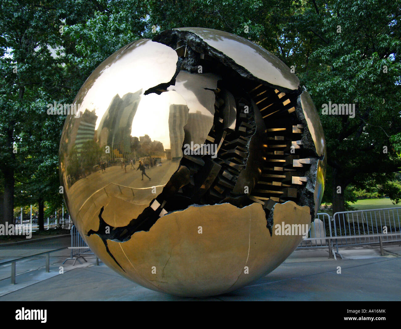 sphere within a sphere by arnaldo pomodoro at the united