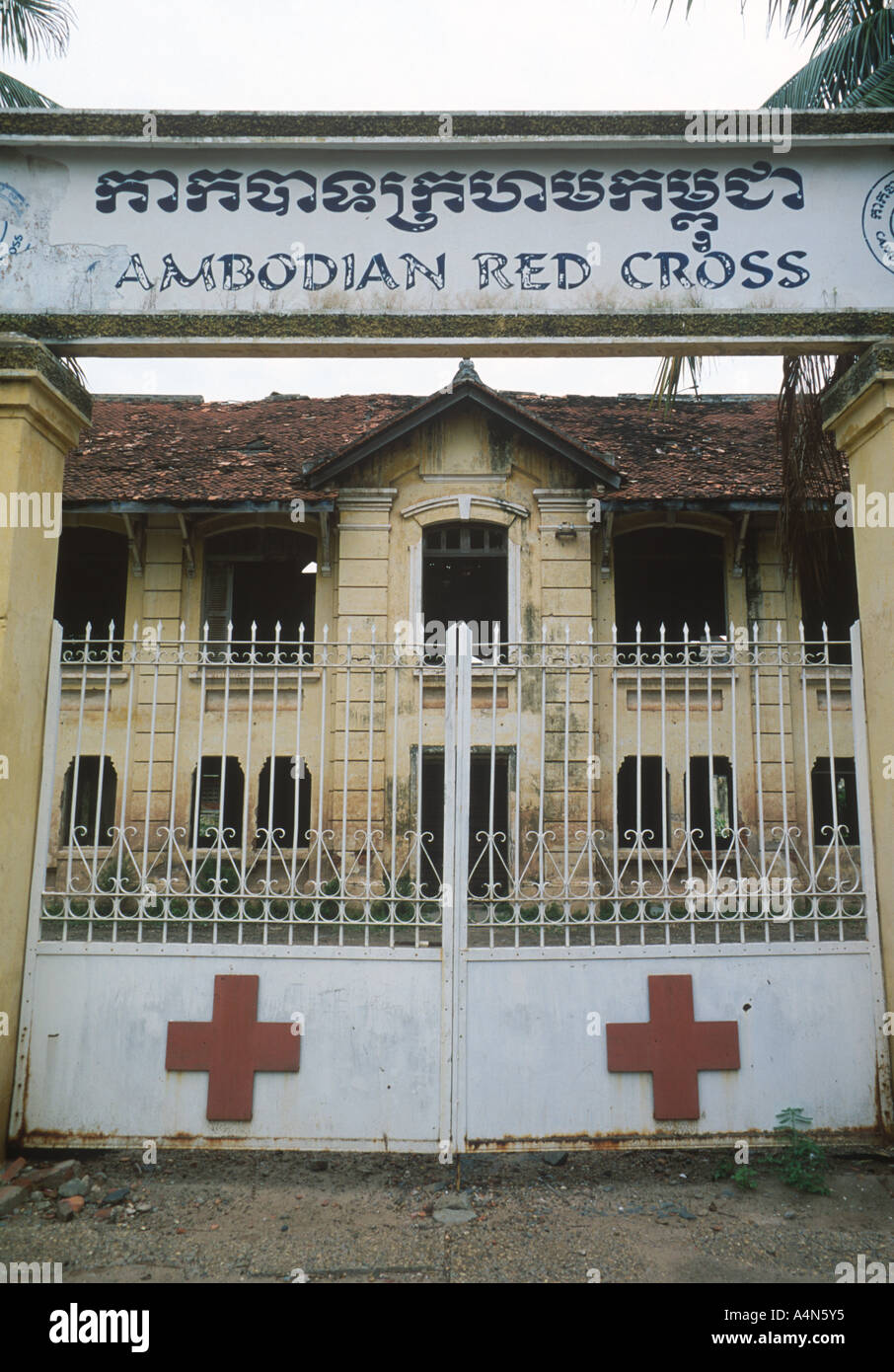 cambodia-phnom-penh-cambodian-red-cross-building-now-derelict-french-A4N5Y5.jpg