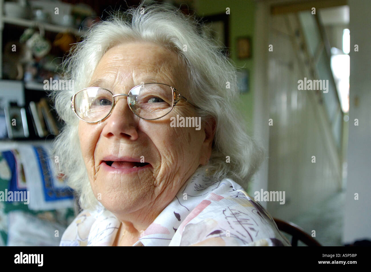 Portrait of a happy smiling British pensioner at her home in London UK Stock Foto
