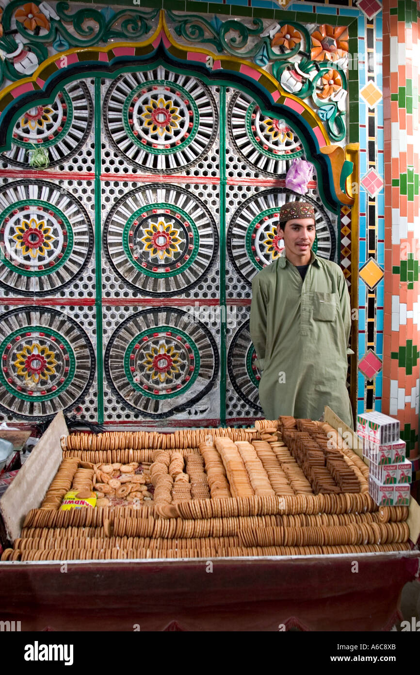Boy sells biscuits outside mosque, Hassan Abdal market, Pakistan Stock Foto