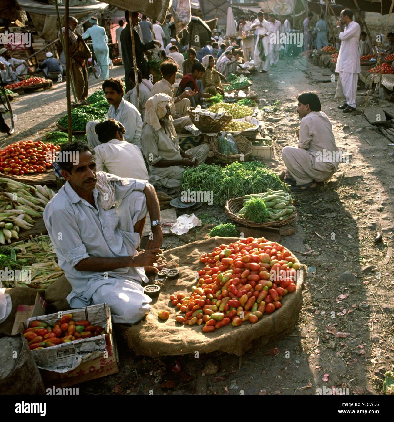 Rawalpindi Streets: Pakistan Rawalpindi Rajah Bazaar Tomato Stall In Vegetable