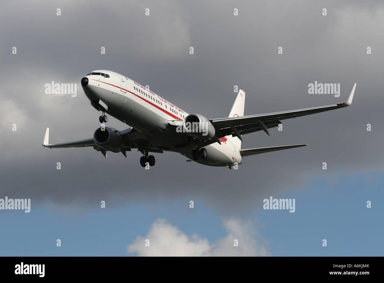 boeing-737-800-air-algerie-A6KJMK.jpg