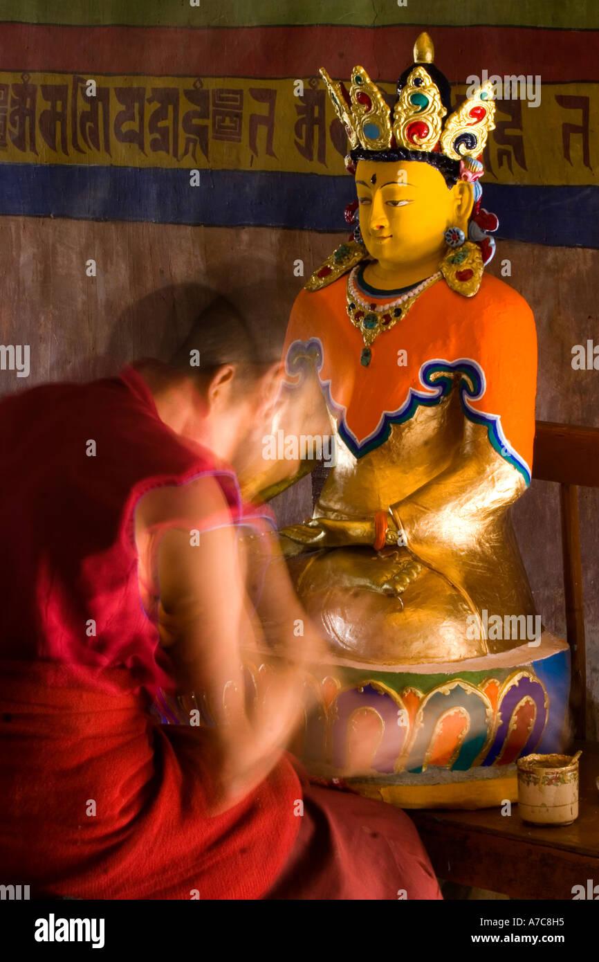 Young monk paiting a Buddha inside Thiksey Monastery Ladakh Indian Himalaya Stock Foto