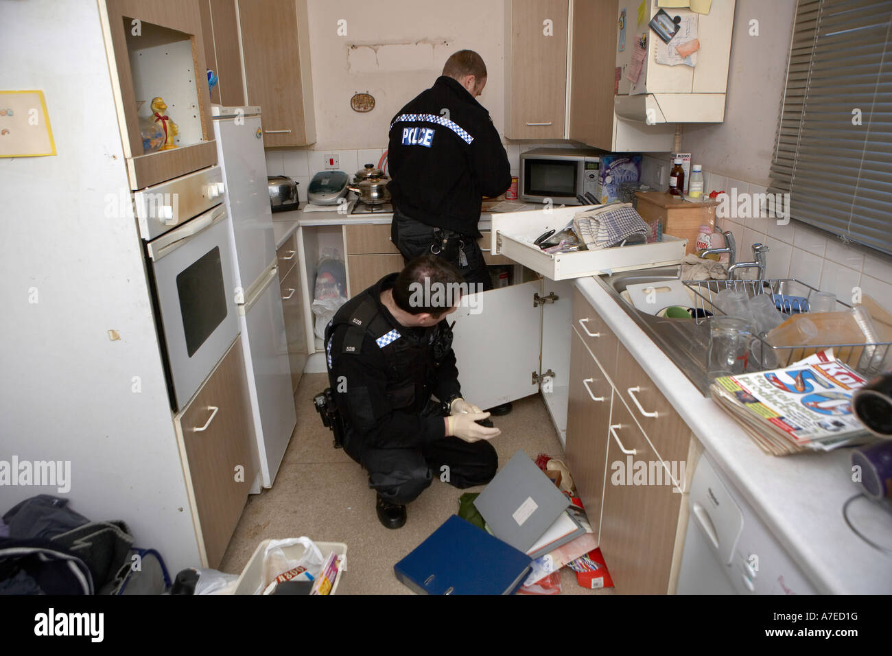 Police officers search a house for drugs in hull police Find a house