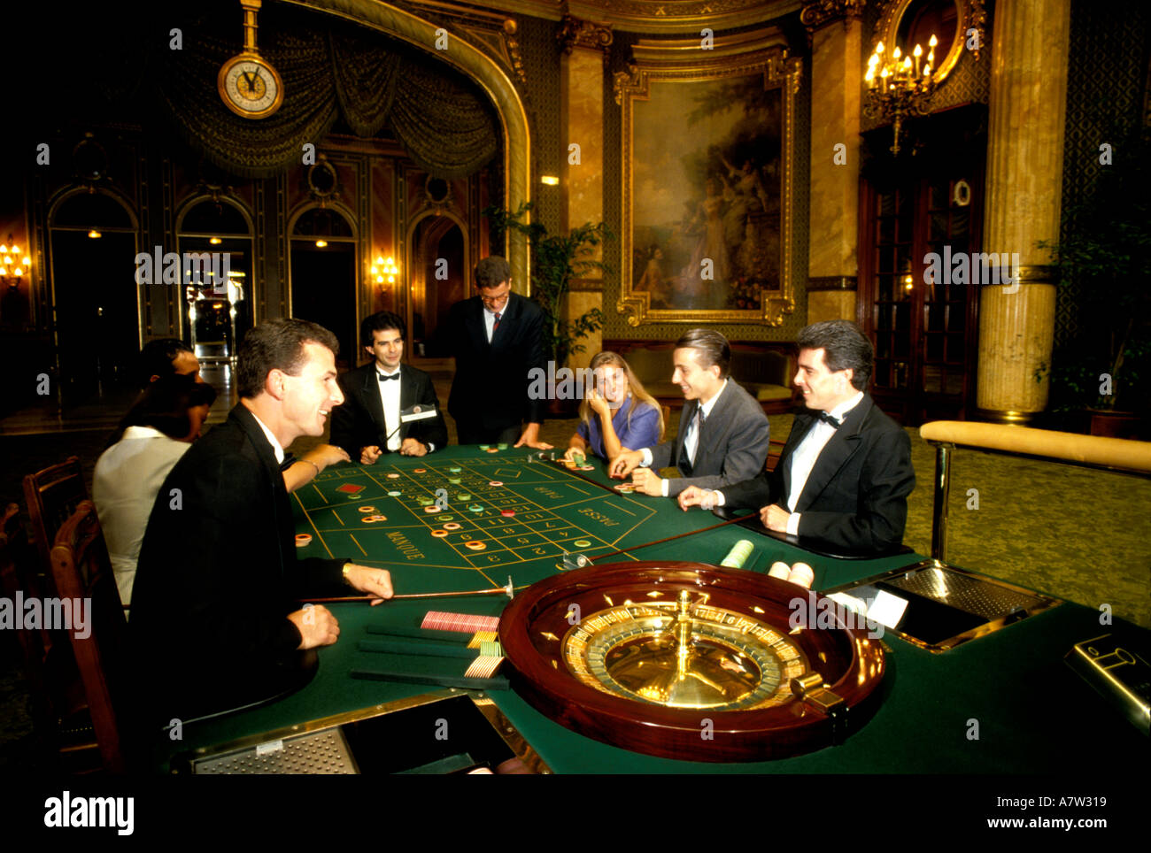 monte carlo casino minimum bet roulette