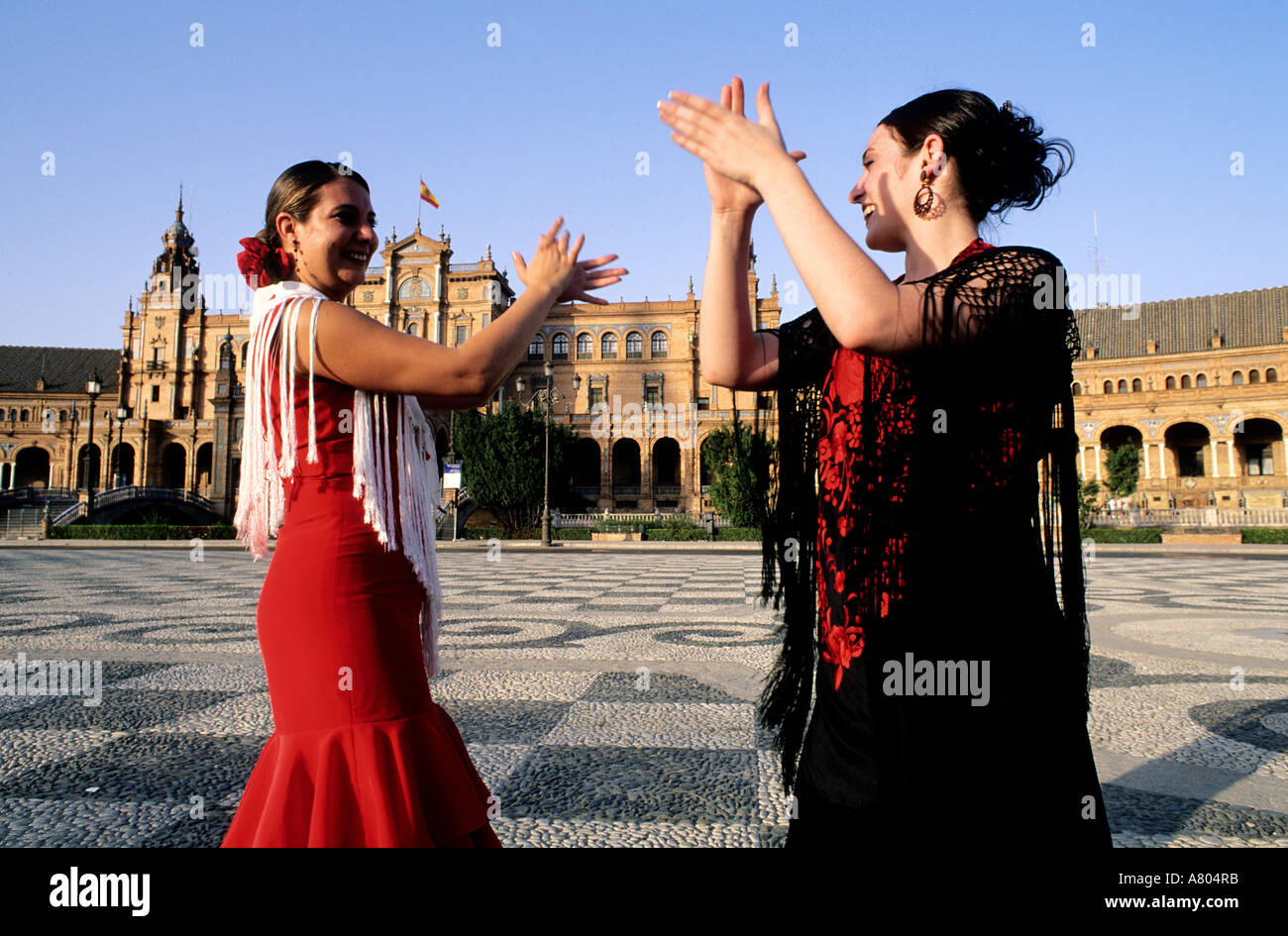 Spain andalusia sevilla two flamenco dancers at spain for Espectaculo flamenco seville sevilla