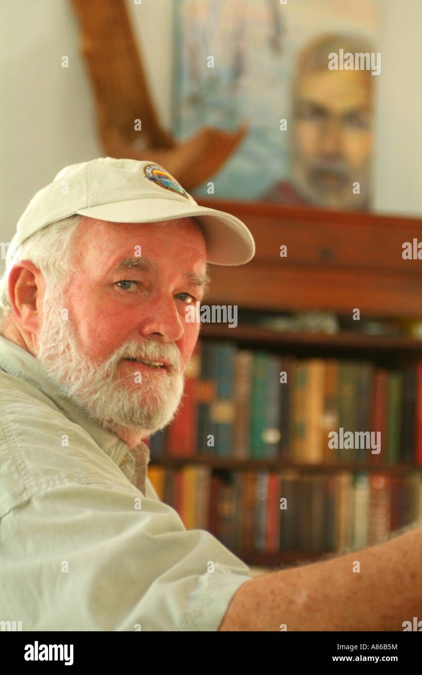 an-ernest-hemingway-look-alike-poses-ins