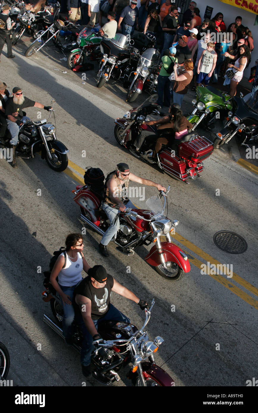 Daytona beach florida main street bike week cruising for Plural of balcony