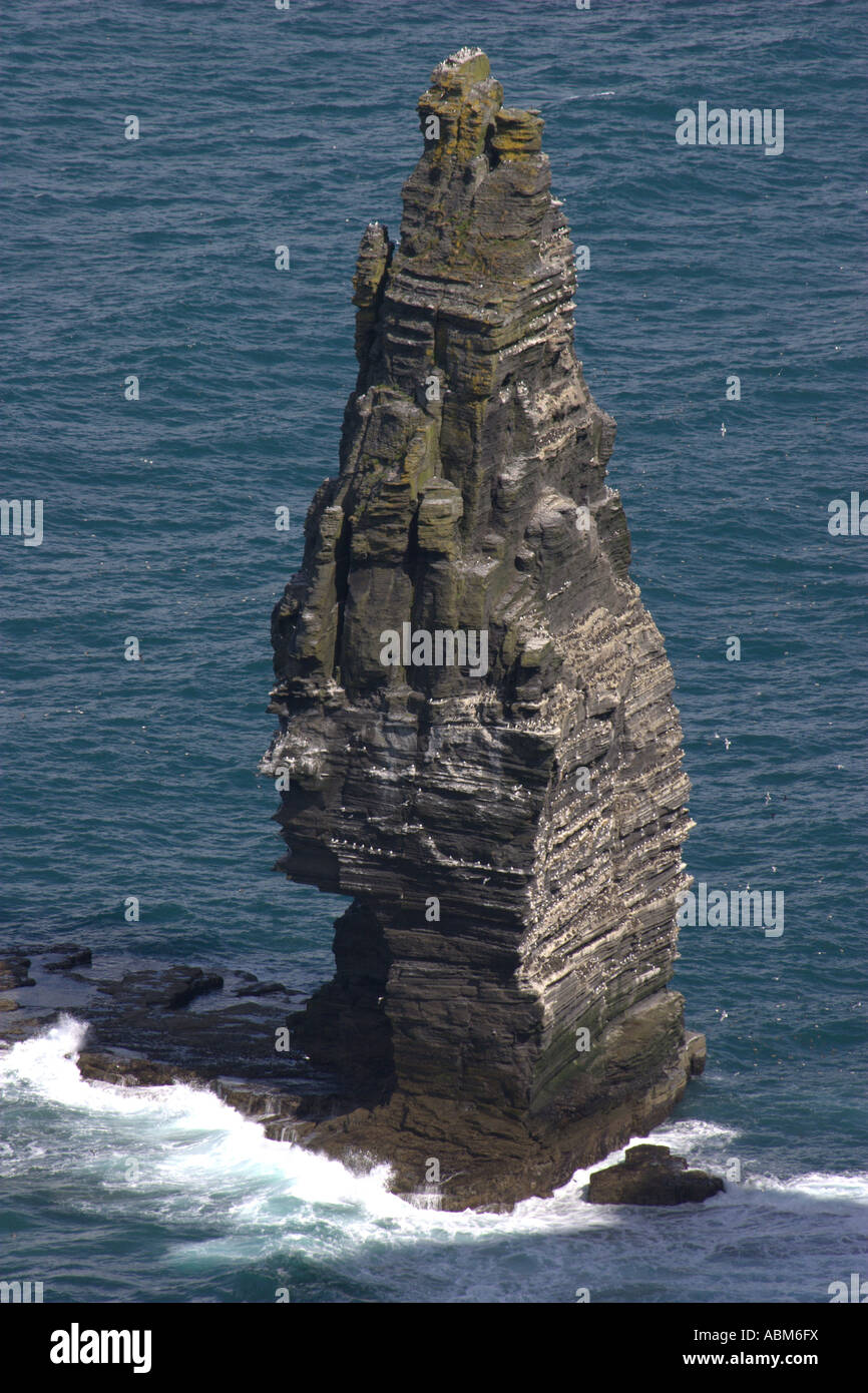 [Image: tower-of-natural-rock-overlooking-cliffs...ABM6FX.jpg]