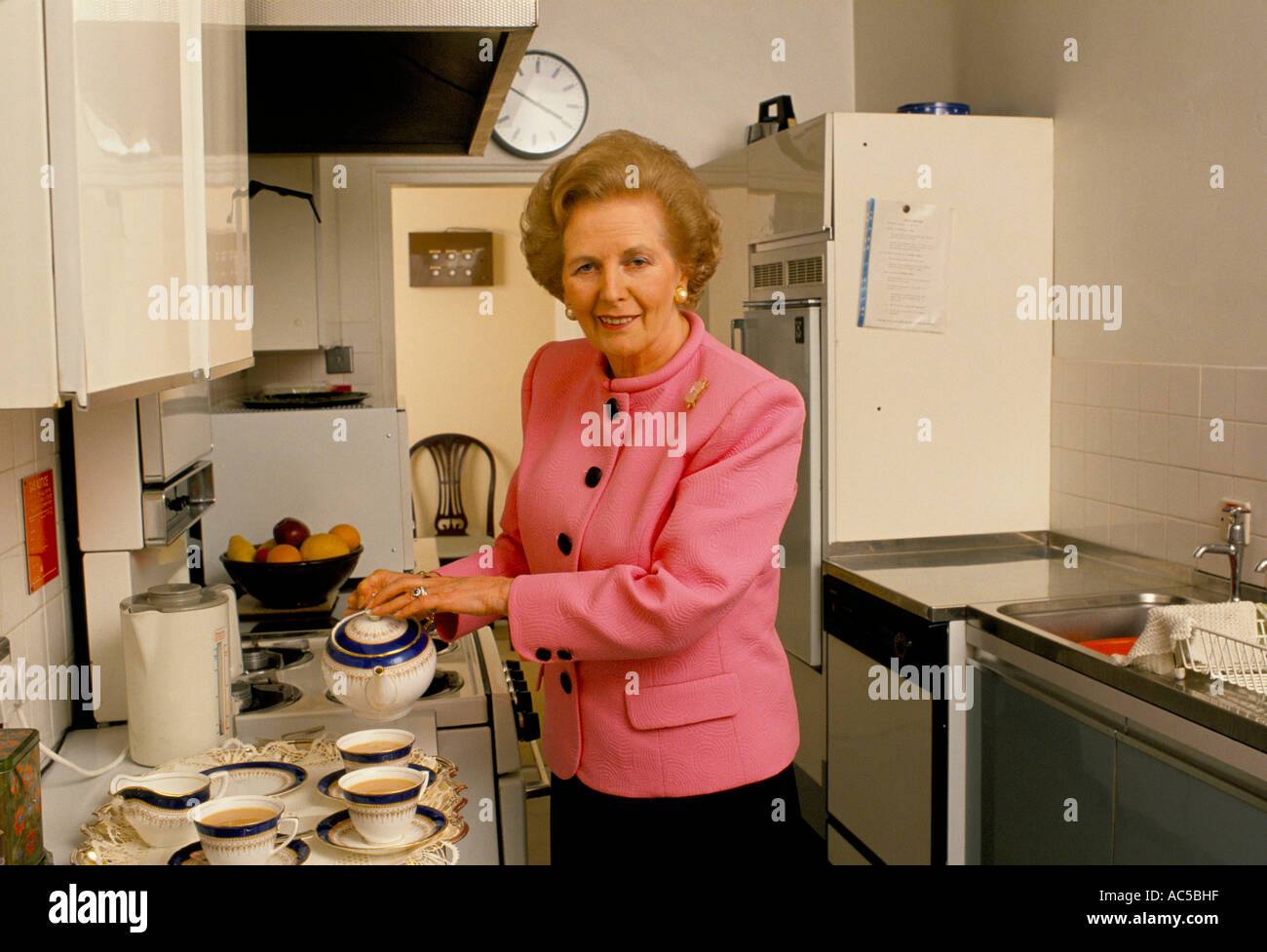 Thatcher Downing Street Margaret Thatcher Pouring Tea In