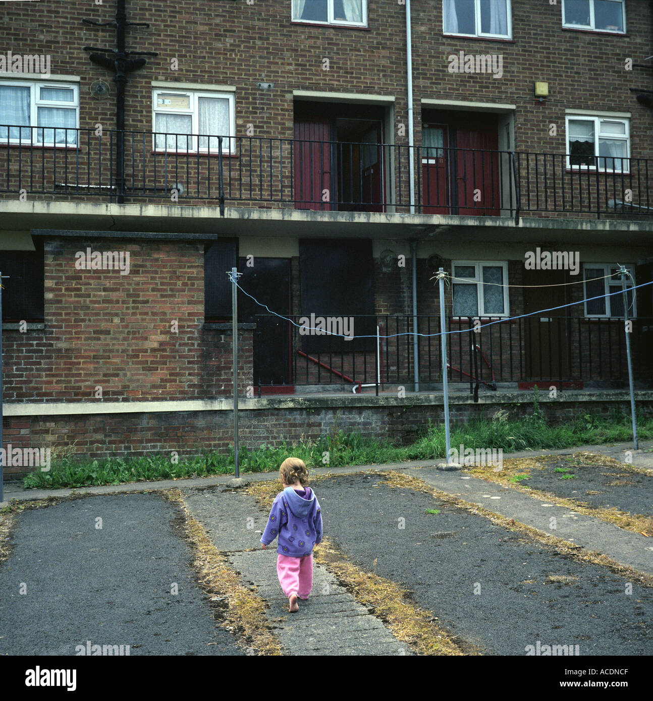 A young girl playing in a council estate in Bristol, UK. Stock Foto