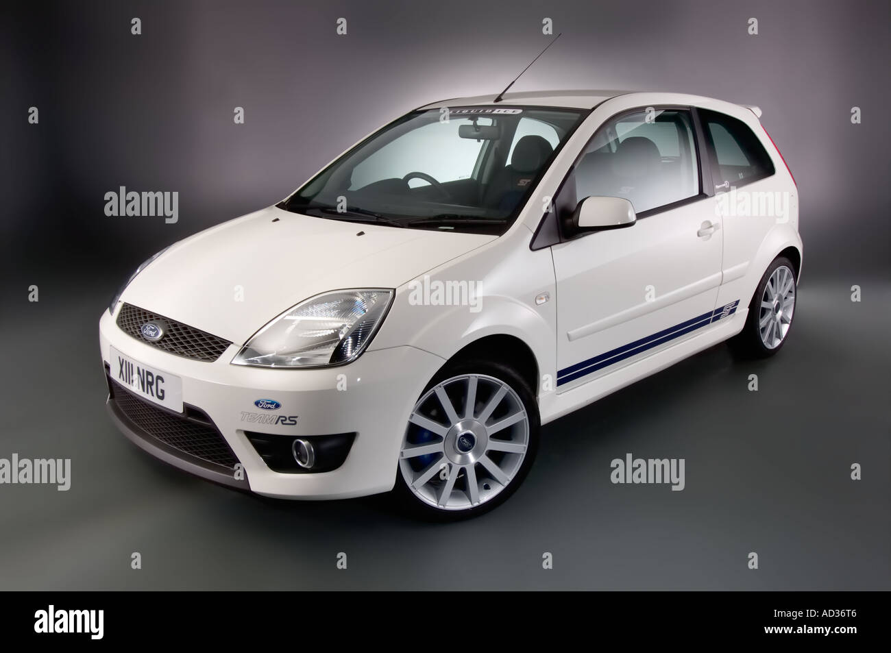 2005 ford fiesta st in diamond white front left three quarter view stock photo royalty free. Black Bedroom Furniture Sets. Home Design Ideas