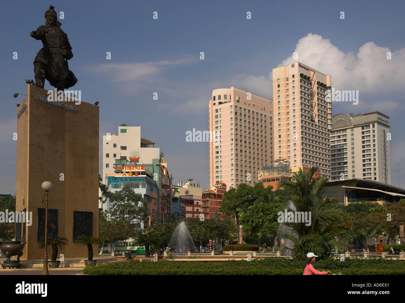 Vietnam ho chi minh city dong khoi area me linh square for Www home