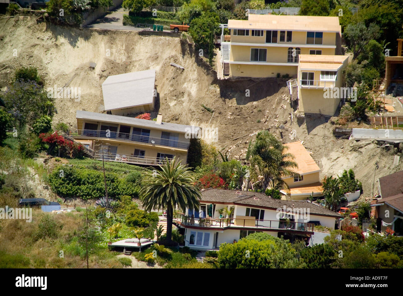 Homes damaged by a landslide in bluebird canyon laguna for Houses in laguna beach
